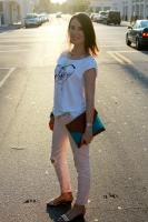 Laid back Chic in a t-shirt and jeans