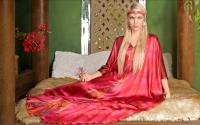 Colin Heaney 'Rose Petal' kaftan...