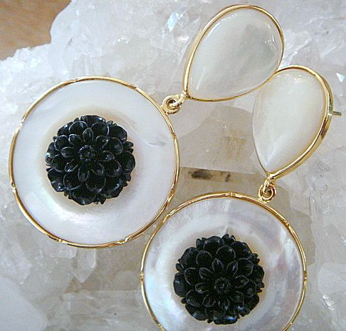 925 Sterling Silver earring with mother of pearl and black coral flower