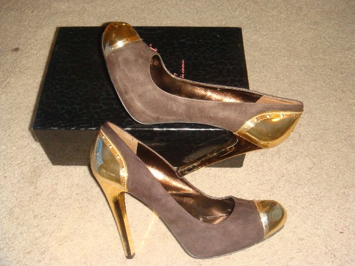 I think the gold on the heel / toe make people smile :-)