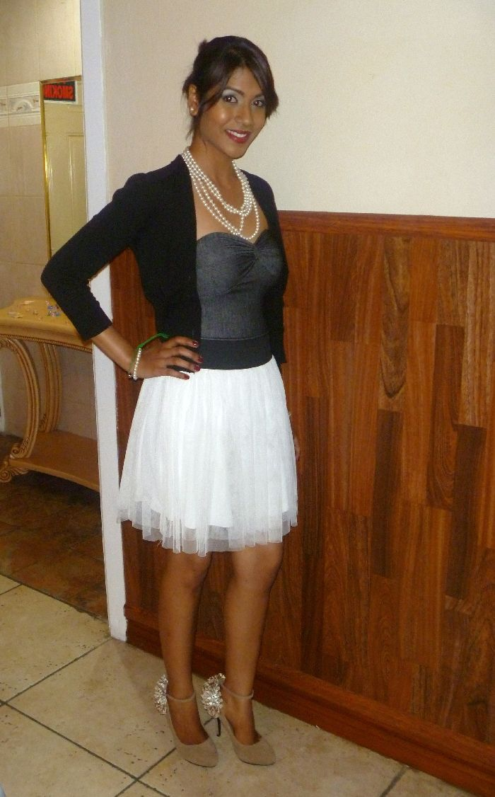 My new shoes, pearls and can can skirt- another vintage inspired look